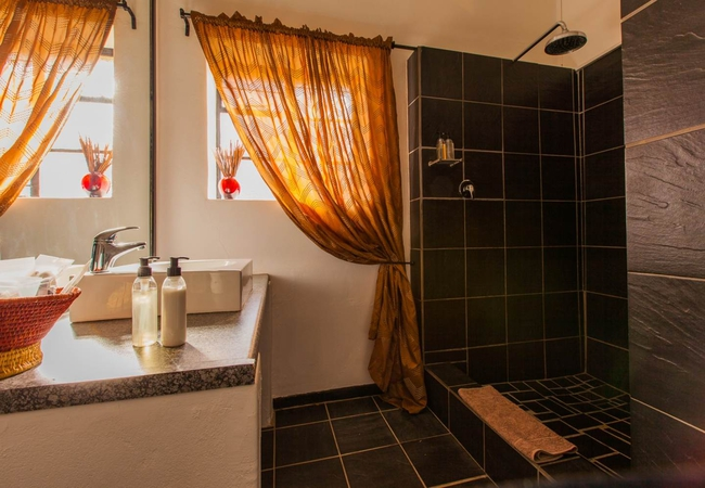 Kune Bathroom