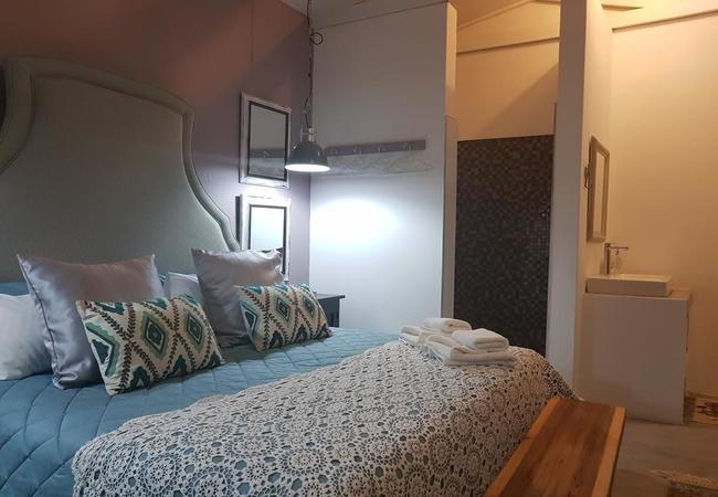 Deluxe King Room 1