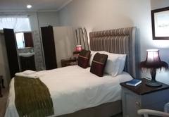 Deluxe Queen Room 8