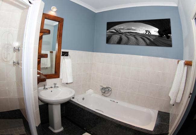 Chordata Suite Bathroom