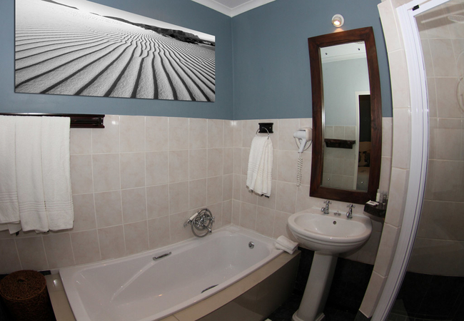 Pinnepedia Suite Bathroom