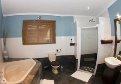 Astacus Suite Bathroom