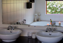 Luxury Room 3 Bathroom