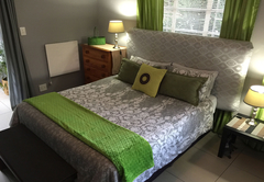 Apartment A - Queen Bed