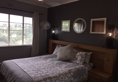 Apartment B - Queen Bed
