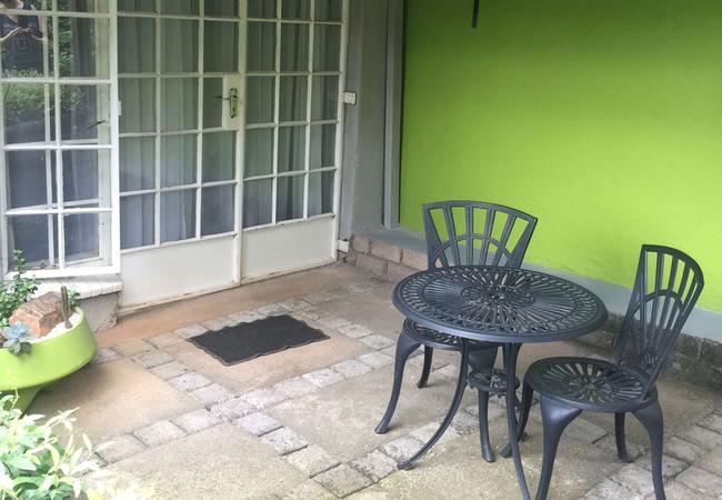 Apartment C - Queen Bed