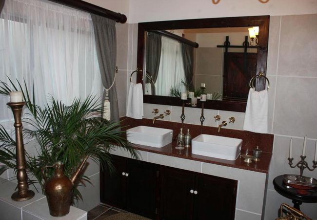 Luxury Suite with Hot Tub