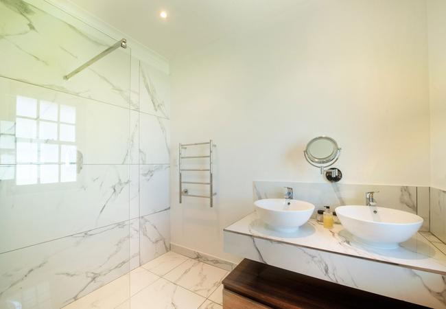 African Sky bathroom