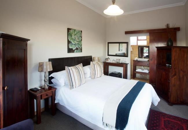 Standard Queen En-Suite Courtyard No 2