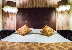 14 x Sleeper Ubuntu Safari Lodge