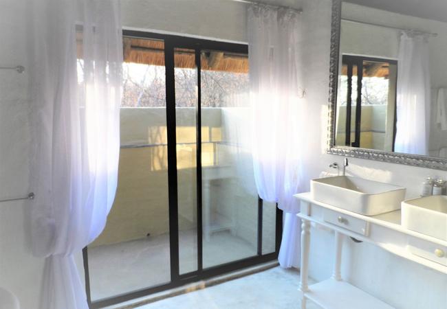 Shikwari Knobthorn Suite