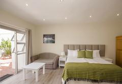 Standard Room - en-suite bathroom