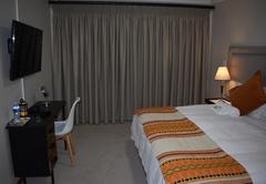 Deluxe King Room 5