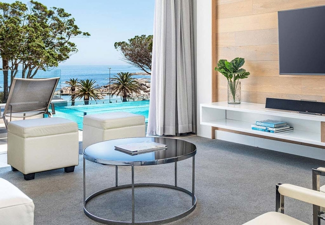 One Bed Penthouse Pool Suite