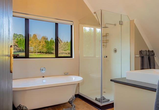 Stone Cottage - Bathroom