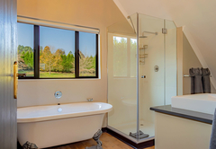 Stone Cottage - Bathroom