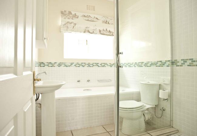 Cottage 1 Bathroom
