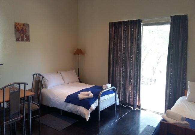 Middle Manor sleeper lounge