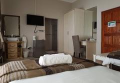 Room 6 - Semi open shower