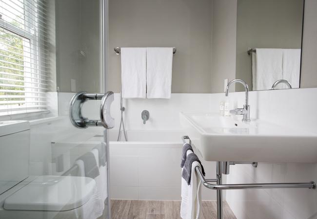 Room 3 - Garden View Double Bathroom