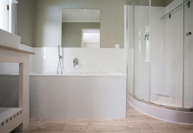 Room 4 - Garden View Twin / Double Bathroom