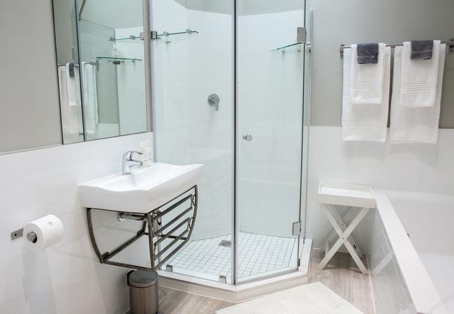 Room 7 - Standard Double Bathroom