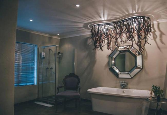 Standard Queen Room 6