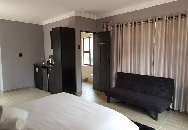 Premium Queen Suite