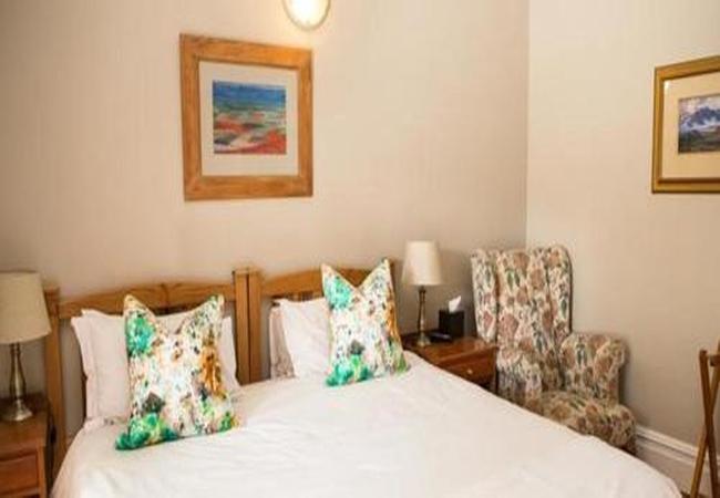 Room 2 King/Twin Room