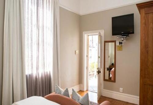 Room 5 King/Twin Room
