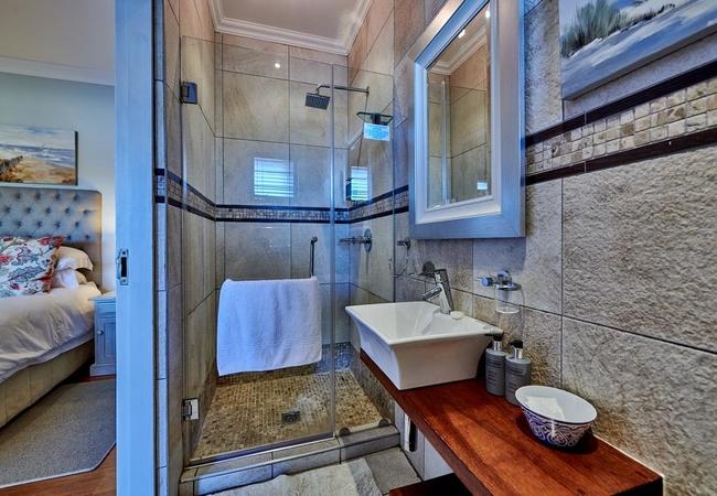 Aquamarine (Luxury Suite)