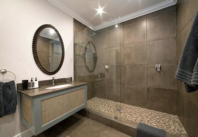4. Luxury Room