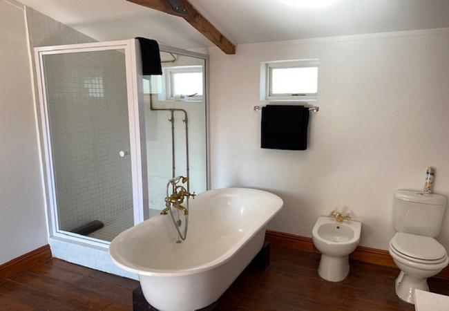Kothuis Upstairs Bathroom