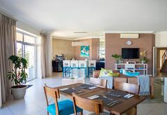 Breakfast/Bar/Lounge area