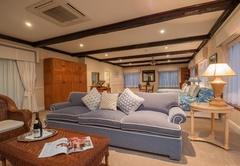 Deluxe Suite - Lake Facing - 5