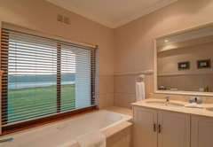 Deluxe Suite - Lake Facing - 6