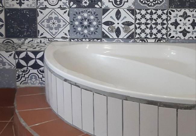 En suite corner bath