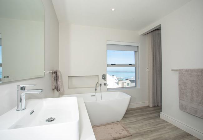 The View Bathroom 2