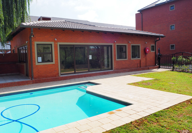 Outdoor pool and clubhouse