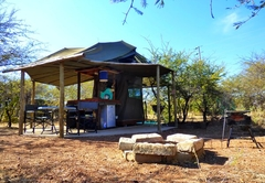 Russet Bush Rustic Tent / Kierieklapper Plaasjapie