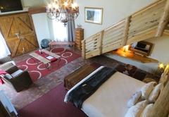 T'Niqua Stable Inn