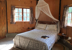 10 sleeper self catering cottage