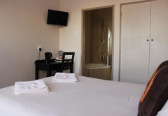 Deluxe Double Room with bath and shower