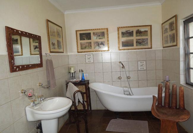 bathroom to one triple room