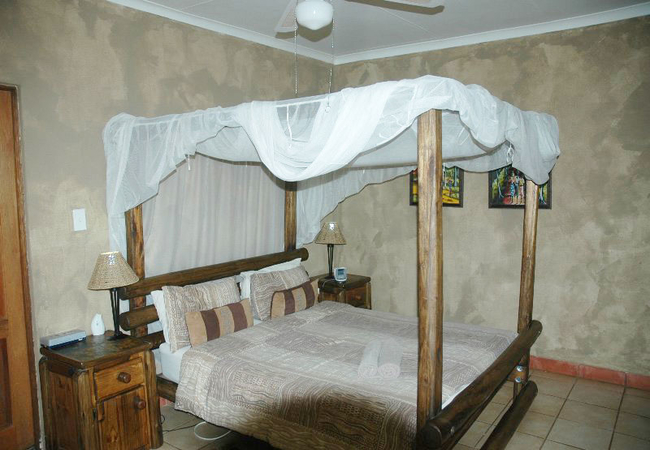 Family room for 4 (separate bunk bed room)