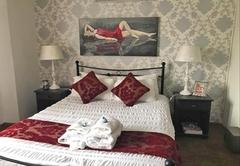 Room 4: Double Room