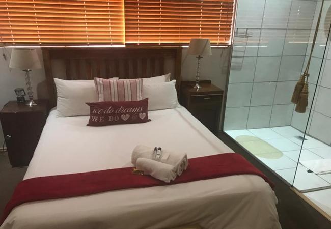 Room 9: Queen Room