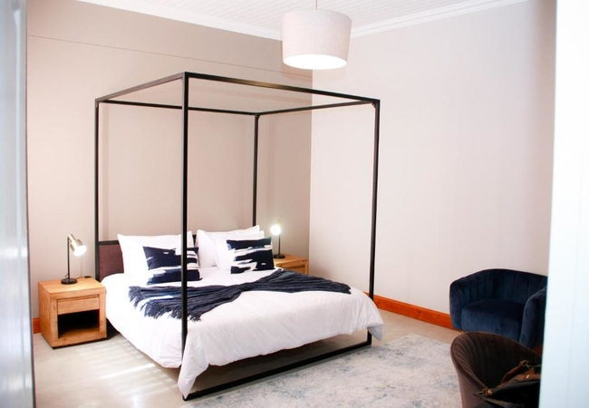 Luxury King Room (Bath and shower)