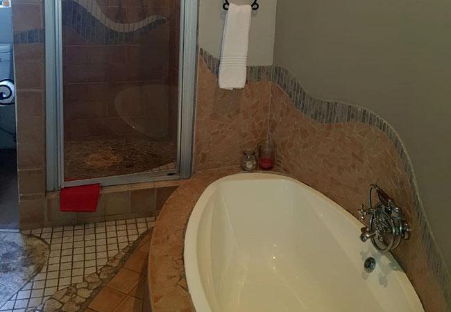 Daisy Cottage - bathroom