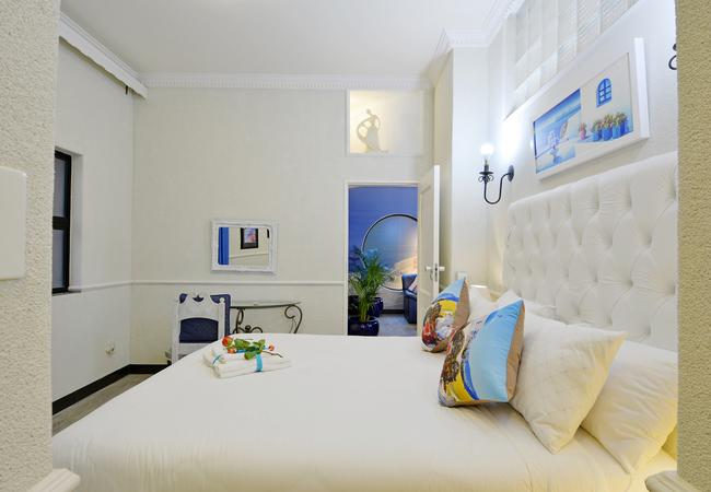 Mykonos Bed 1